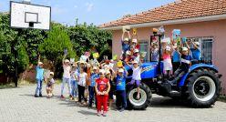 New Holland çocukları kitapların büyülü dünyasıyla buluşturuyor