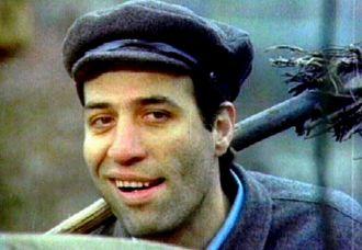 Türk insanı Kemal Sunal'ın gülümsemesini unutamıyor