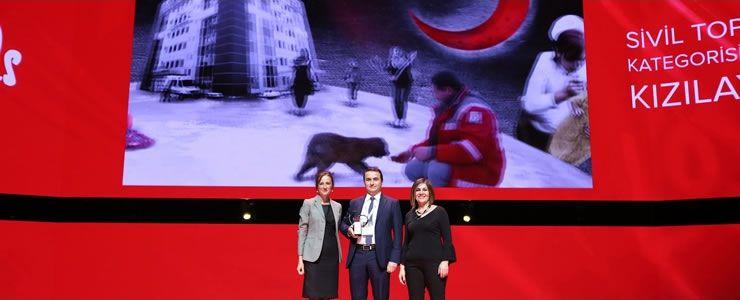 Türkiye'nin en sevilen  STK'sı Kızılay, ödülünü aldı
